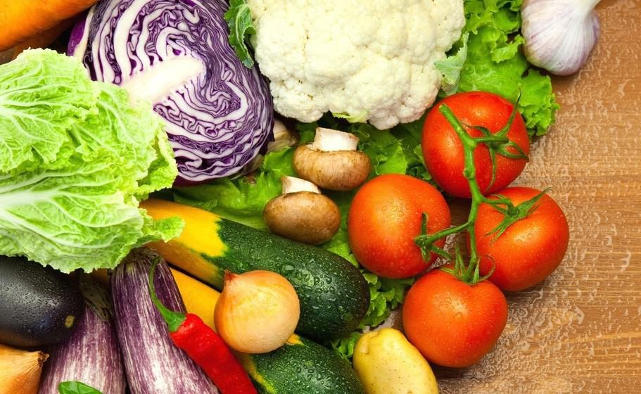 A mix of various vegetables including cauliflowers, tomatoes and zucchini.