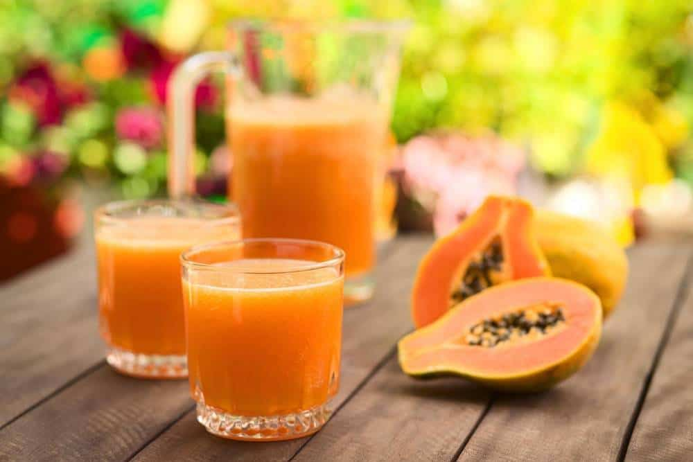 "Papaya and glasses of papaya juice with the title ""What Are the Benefits of Papaya Juice?"""