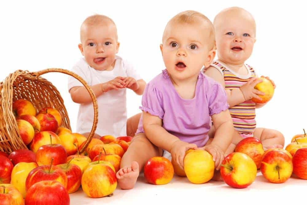 Toddlers with apples.