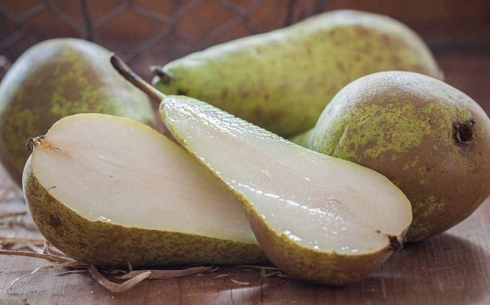 Pears and pear slices.