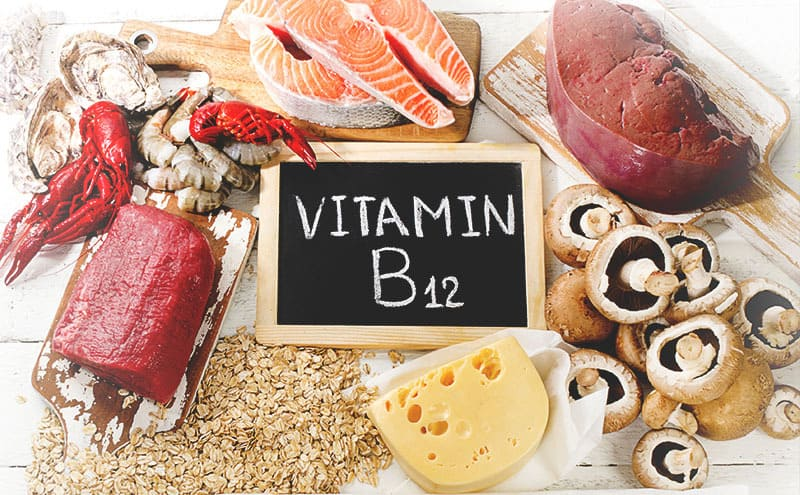 Cobalmin-rich foods surrounding a chalk board that has VITAMIN B12 written on it, which makes up the kind of supplements that are the best to integrate into your diet.
