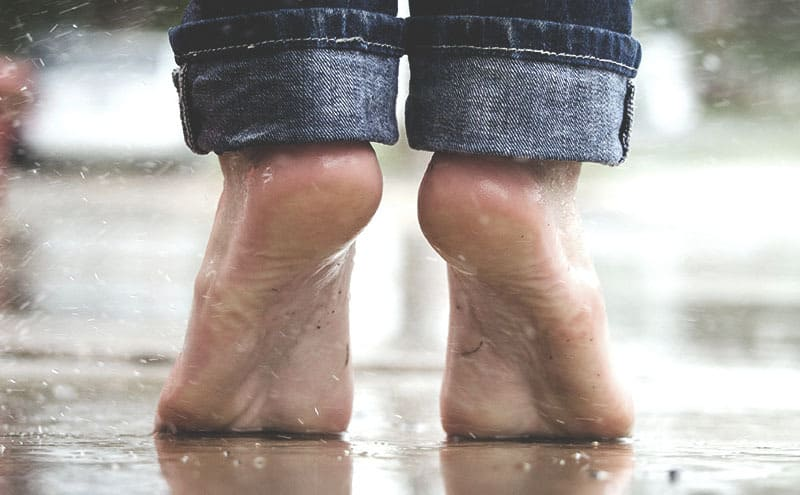 Feet of a person stretching upwards without feeling any ball of foot pain